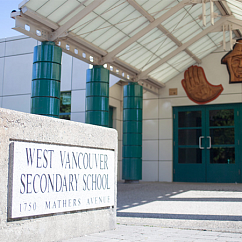 вход в школу West Vancouver School District